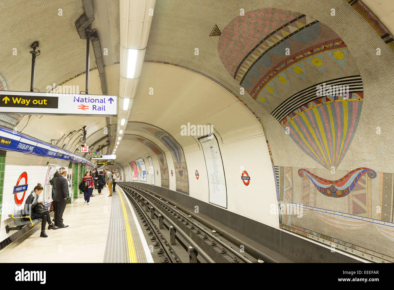 Southbound Piccadilly line platforms at Finsbury Park - Stock Image