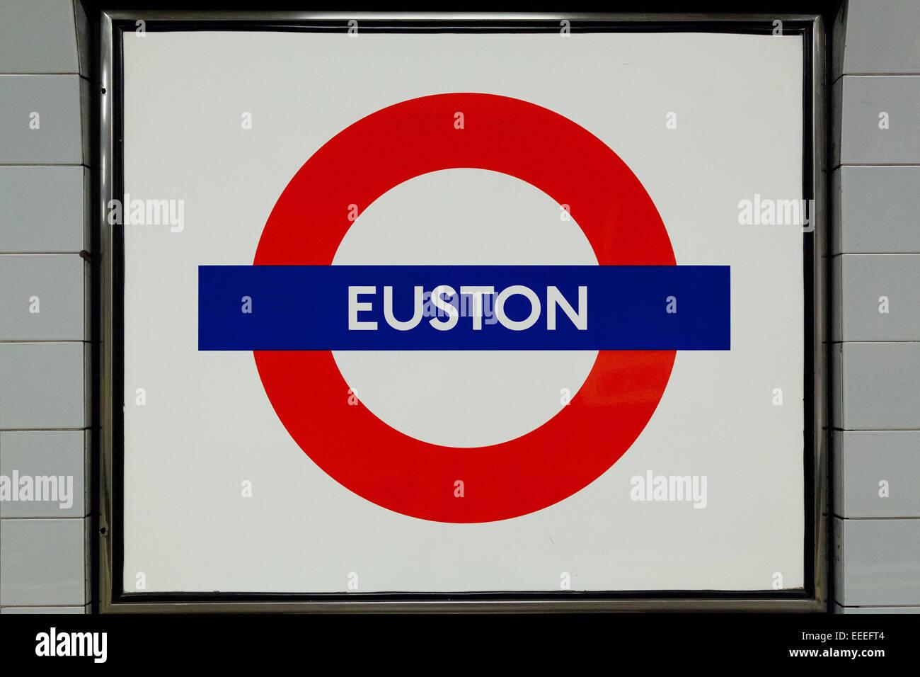 Platform roundel at Euston station - Stock Image
