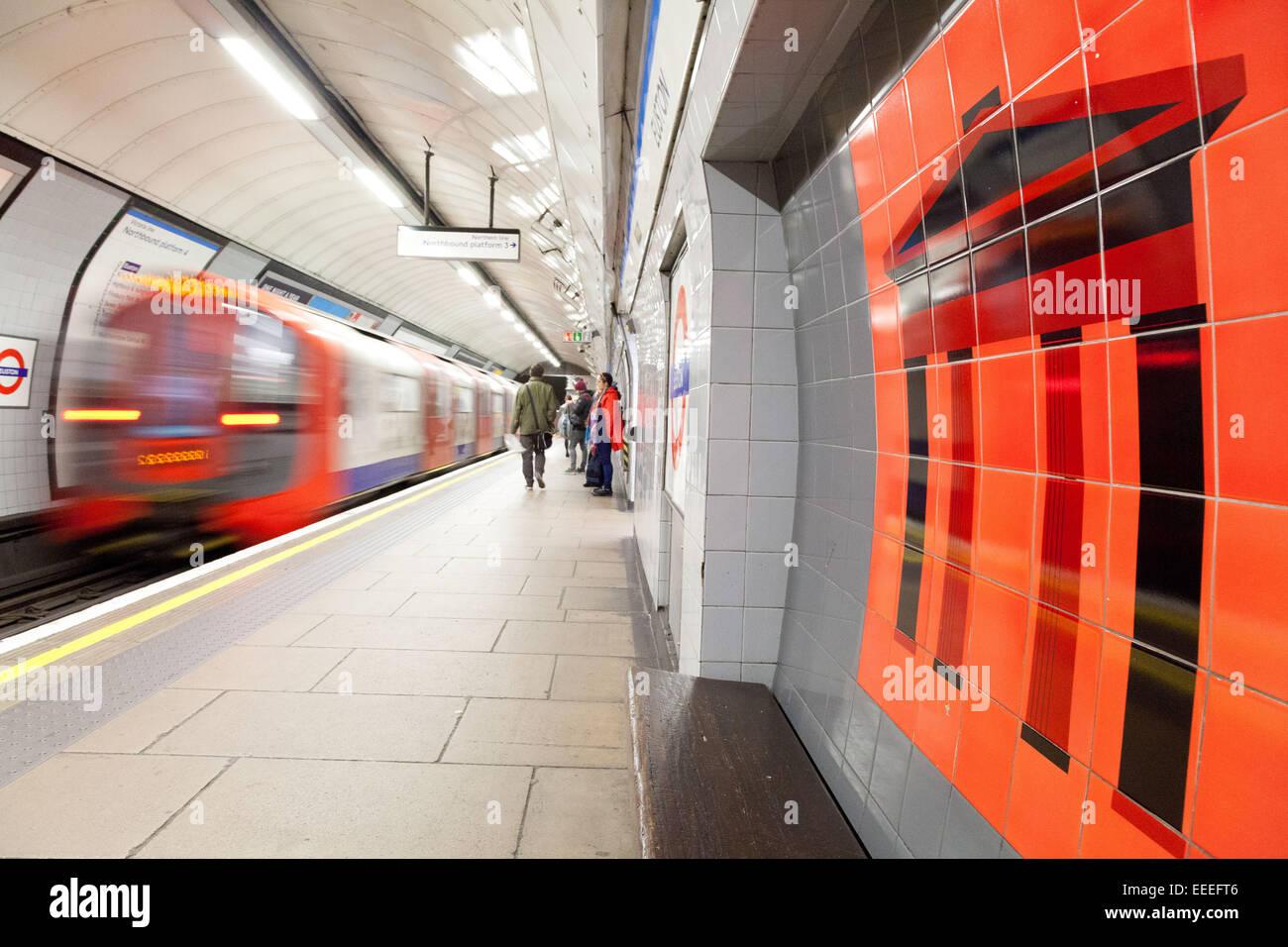 Victoria line platforms at Euston - Stock Image