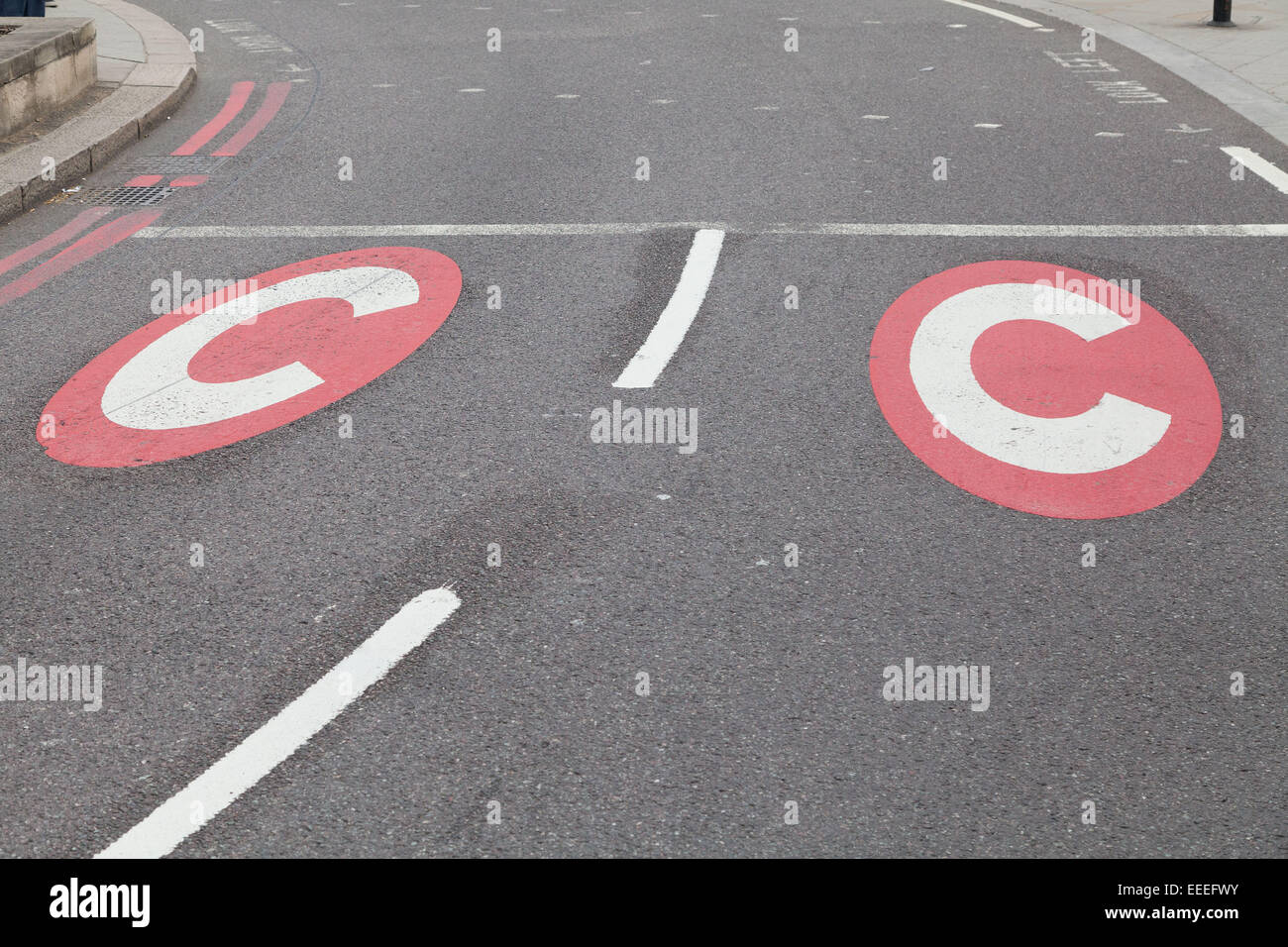 Congestion charge road signage at Hyde Park Corner - Stock Image