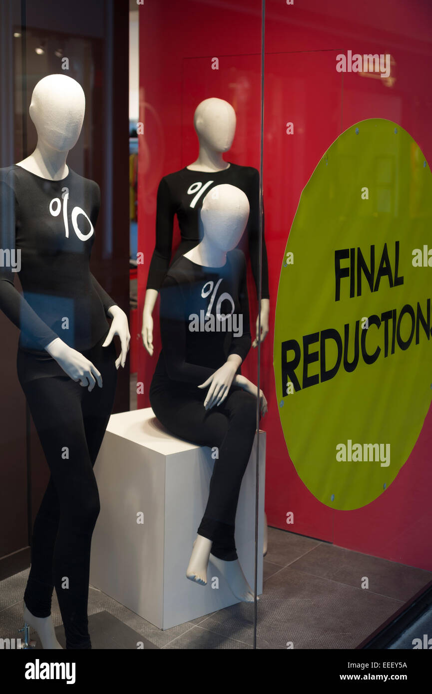 mannequins wearing black t shirts with % symbol on the front for final reduction sale - Stock Image