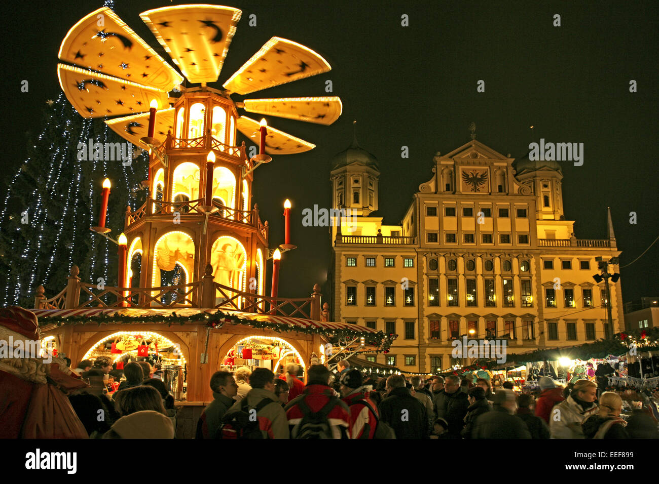 deutschland augsburg rathausplatz weihnachtsmarkt abend bayern stock photo 77782469 alamy. Black Bedroom Furniture Sets. Home Design Ideas