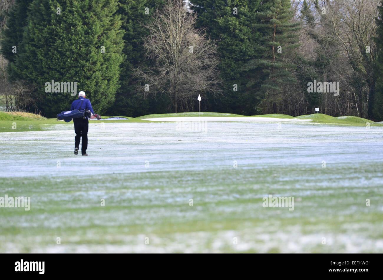 Bristol, UK. 17th Jan, 2015. UK weather. members of Long Ashton Golf Club seen teeing off at their local club regardless - Stock Image