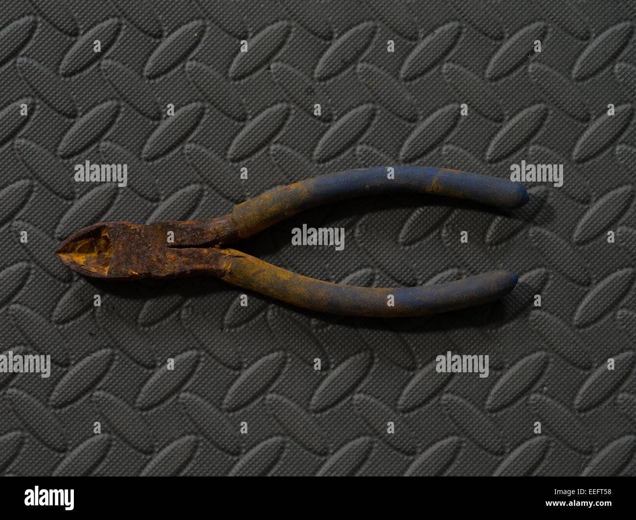 Wire cutters rusty Stock Photo: 77794900 - Alamy