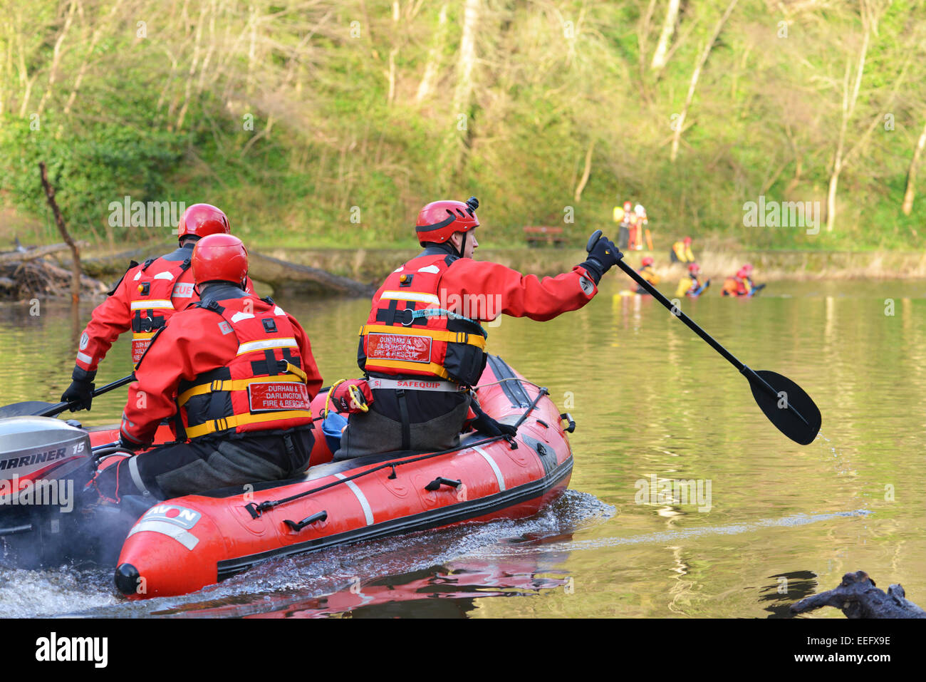 Volunteers from Teesdale and Weardale search & mountain rescue team search the river Wear for a missing person. - Stock Image