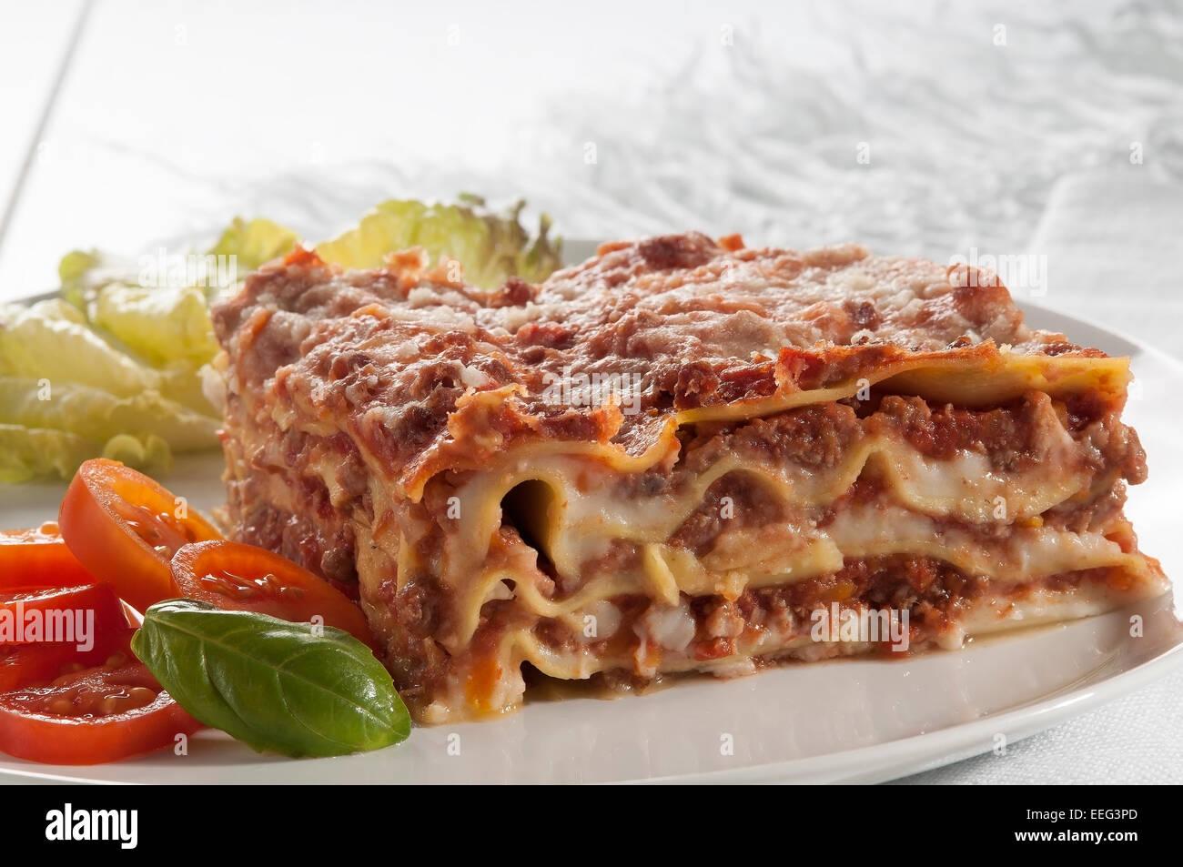 Lasagna stock photos lasagna stock images alamy for Pasta tipica italiana