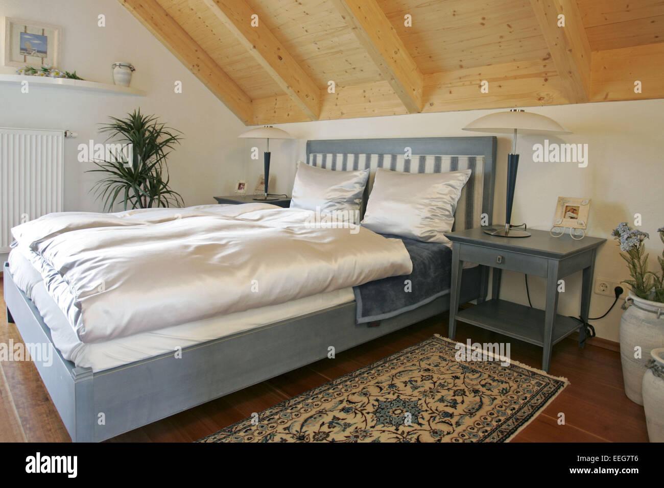 Schlafzimmer Wohnen Innenaufnahme Inneneinrichtung Wohnung Wohnraum  Einrichtung Moebel Mobiliar Modern Interieur Bett Schrank Te
