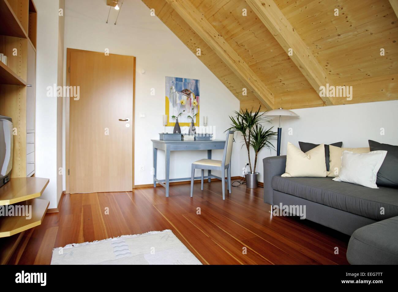 Gaestezimmer Wohnen Innenaufnahme Inneneinrichtung Wohnung Wohnraum  Einrichtung Moebel Mobiliar Modern Interieur Tisch Stuhl Woh