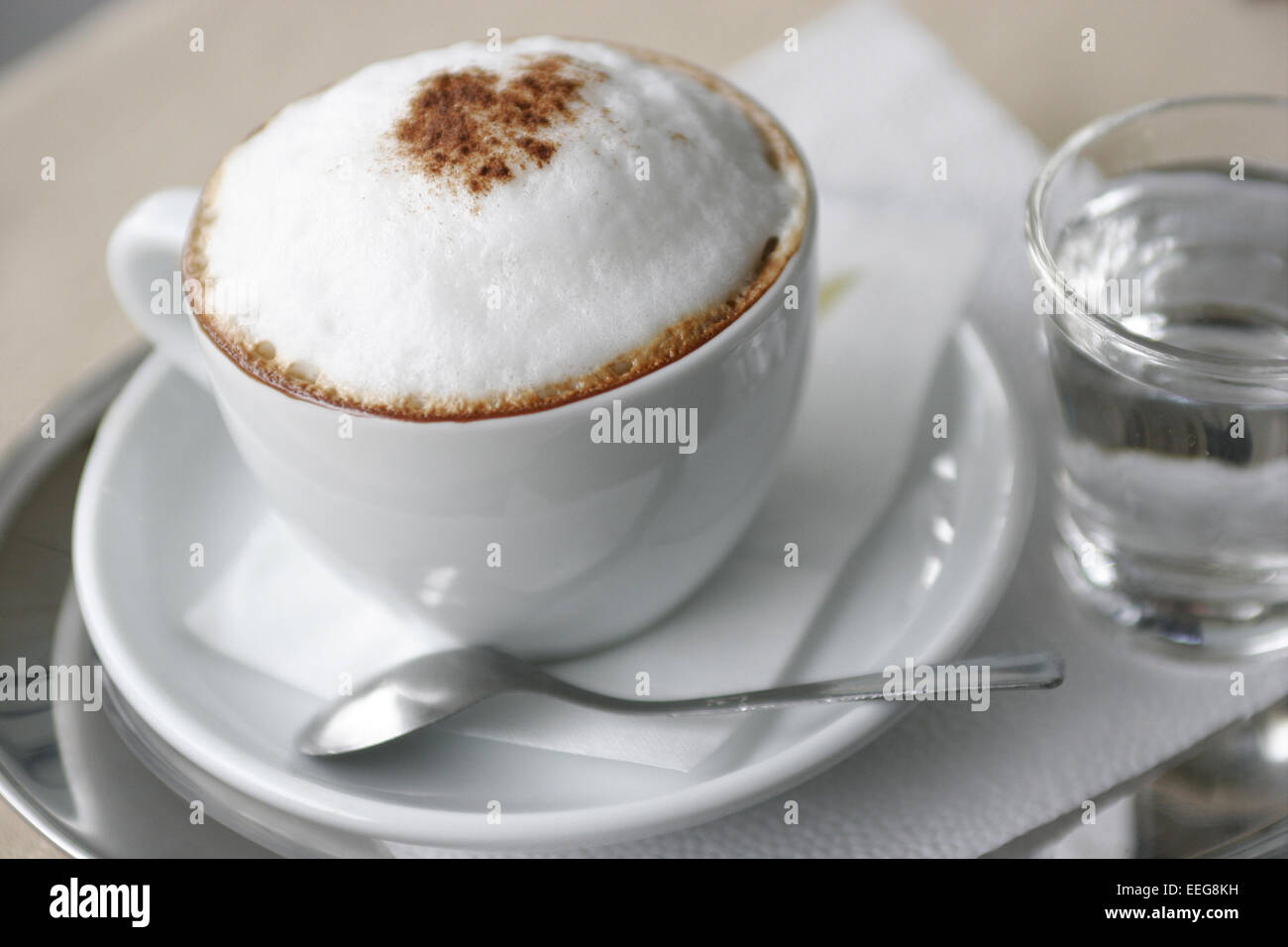 Capuccino Getraenk Getraenke Aussen Kaffee Milchschaum Kakaopulver ...