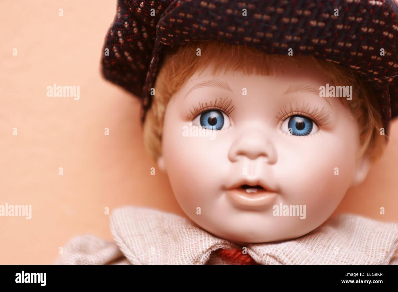 Puppe, Augenfarbe blau, laecheln, Portrait, Spielzeug, Babypuppe, Augen, Schlafaugen, Konzept, Kindheit, Erinnerungen, Stock Photo