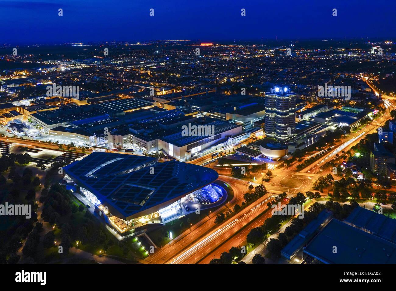 Blick auf die BMW-Welt und Hauptverwaltung 'BMW-Vierzylinder', München, Bayern, Deutschland, Europa, - Stock Image