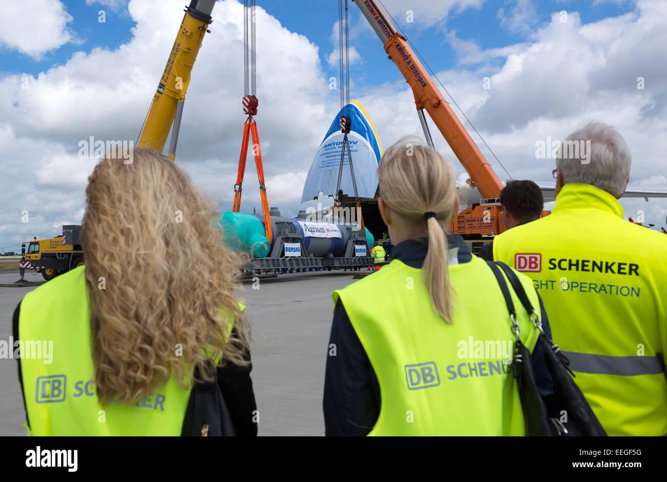 Schkeuditz, Germany, loading a Spezialwaermetauschers Stock Photo