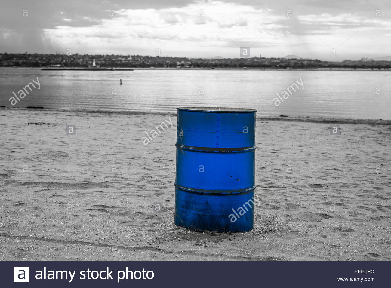 garbage can blue stock photos garbage can blue stock images alamy. Black Bedroom Furniture Sets. Home Design Ideas