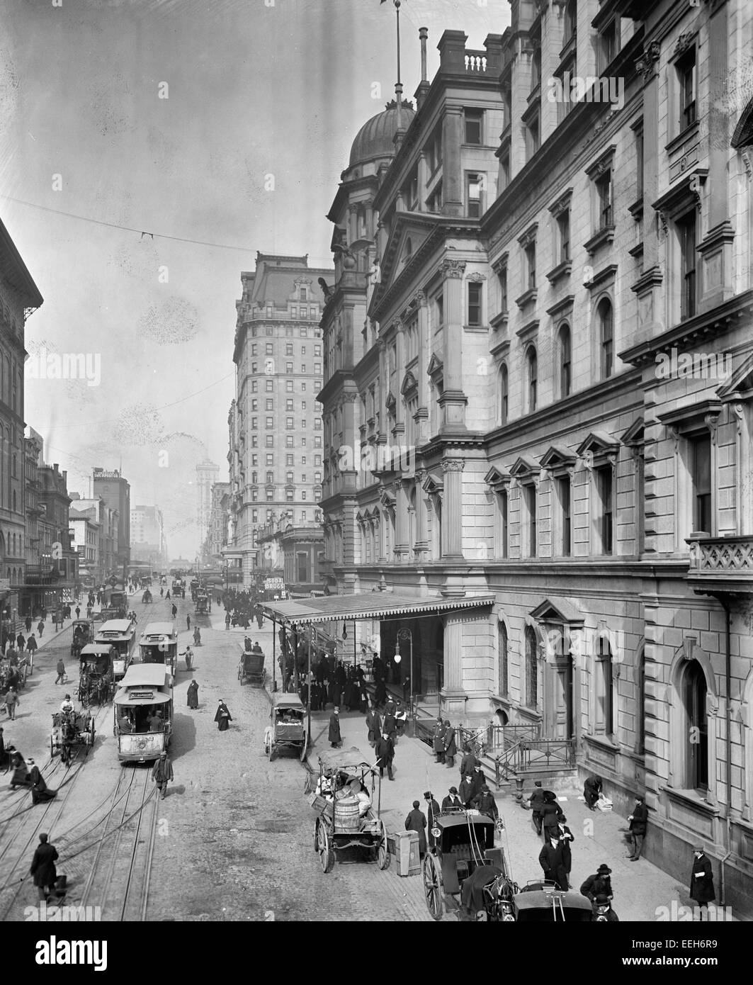 New York City, Snap Shatow, 42nd Street, showing entrance to Grand Central Station, circa 1910 - Stock Image