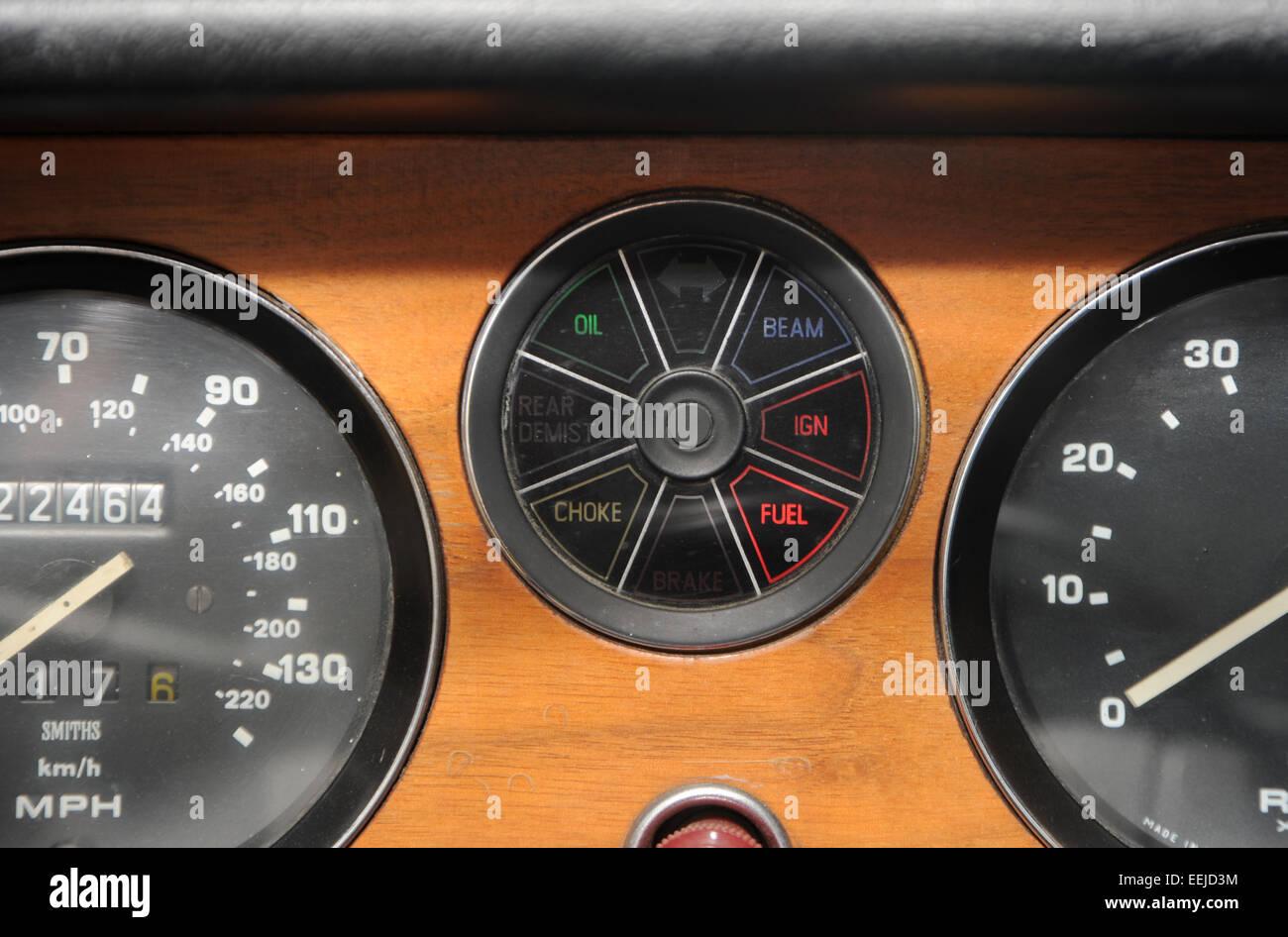 Oil Warning Light Stock Photos Images Alamy Car Headlight Alarm Beam Ingnition Ign Fuel And Choke