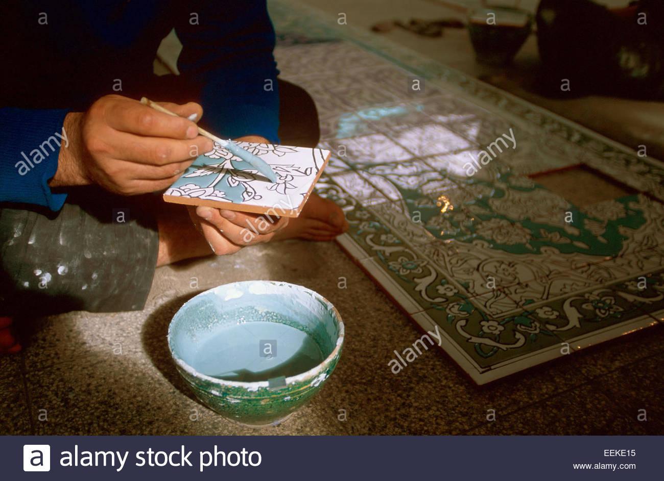 Iran, Ispahan, ceramic and earthenware workshop. Man painting on ceramics - Stock Image