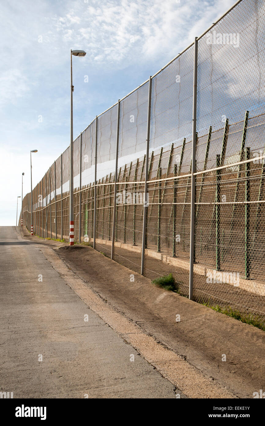 High security fences separate the Spanish exclave of Melilla, Spain from Morocco, north Africa, January 2015 - Stock Image
