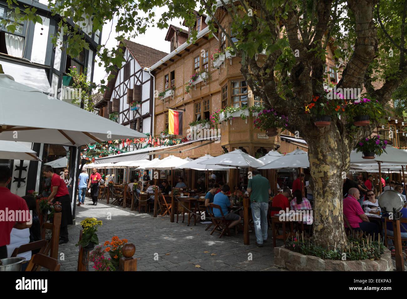 Choperia Baden Baden, outdoor beer bar and restaurant, people enjoying food and drinks, Boulevard Geneve, Capivari, - Stock Image