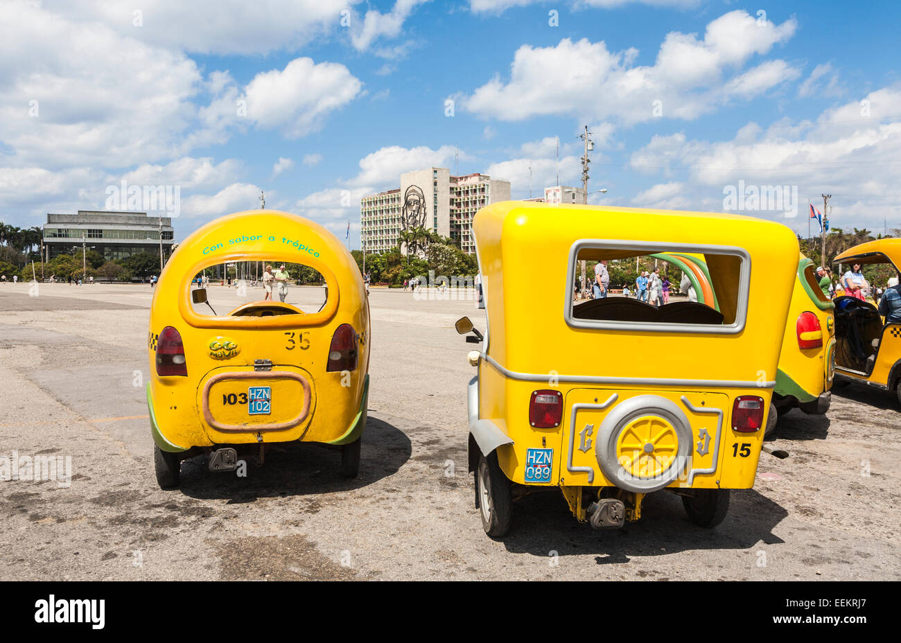 Sightseeing transport: Yellow coco taxis waiting at the Ministry of Interior building with image of Che Guevara, - Stock Image
