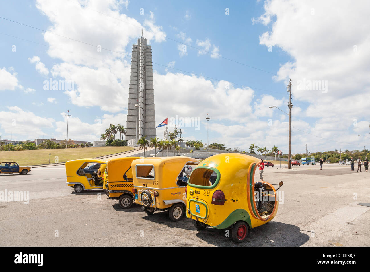 Memorial Jose Marti, with a row of typical traditional yellow coco taxis waiting lined up in Plaza de la Revolución - Stock Image