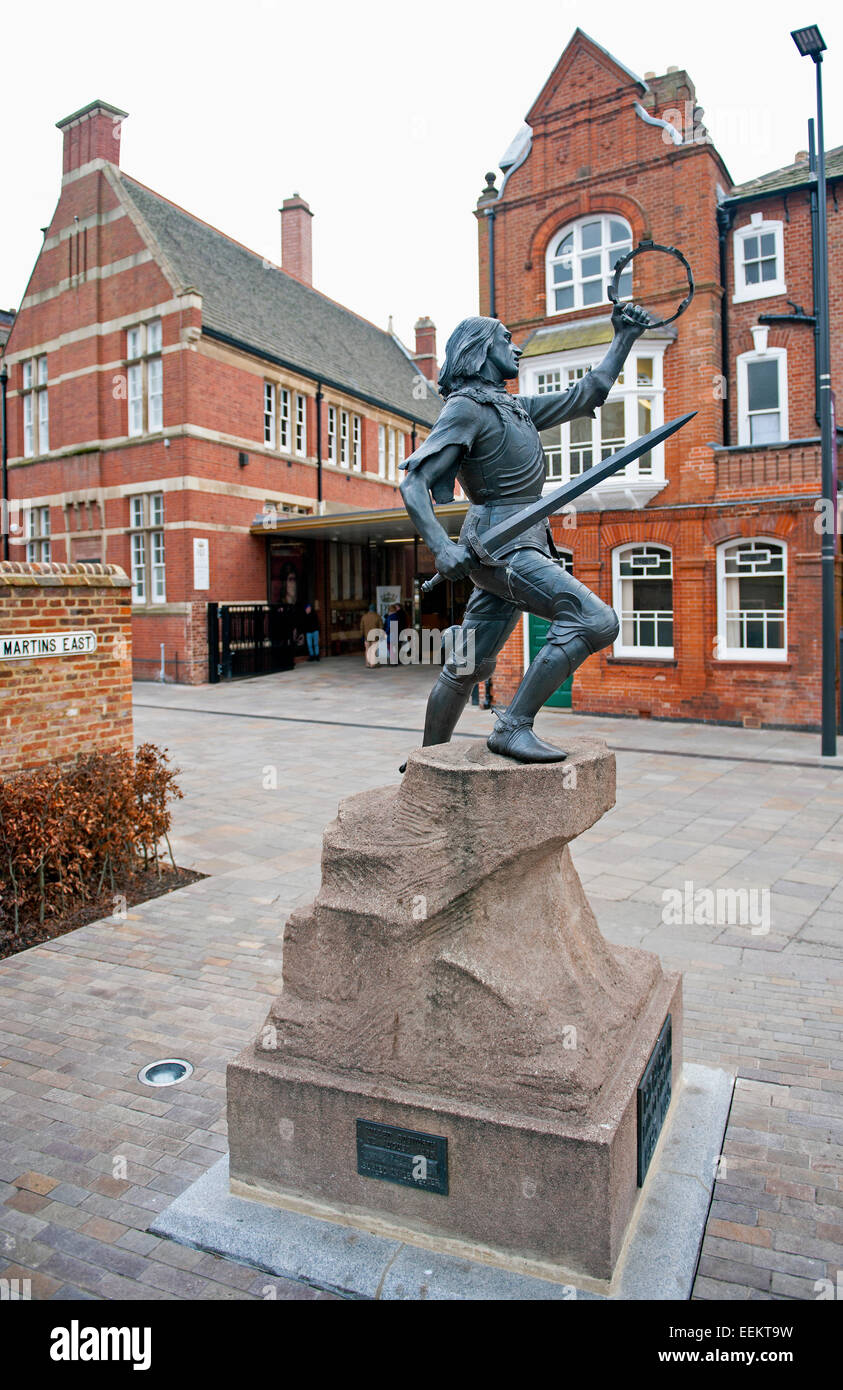 A statue at the entrance of The King Richard III Visitor Centre in Leicester City. Dynasty, Death and Discovery. - Stock Image
