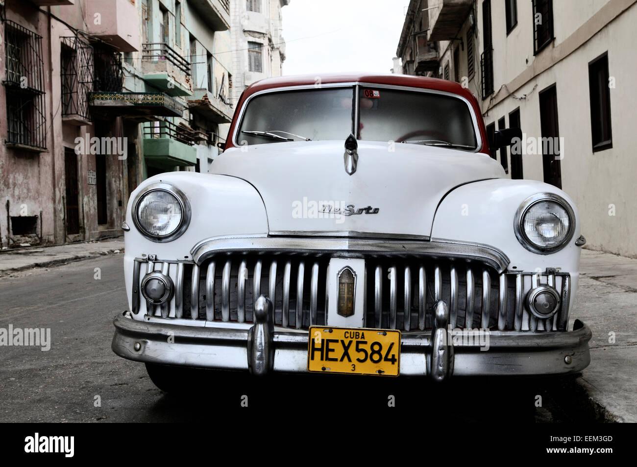 White classic car, Centro Habana, Havana, Ciudad de La Habana, Cuba - Stock Image