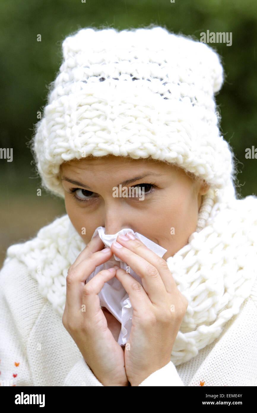 Frau, jung, 20-30 Jahre, Wetter, Witterung, aussen, Schmuddelwetter, Herbst, Spaziergang, Herbstspaziergang, Abhaerten, - Stock Image