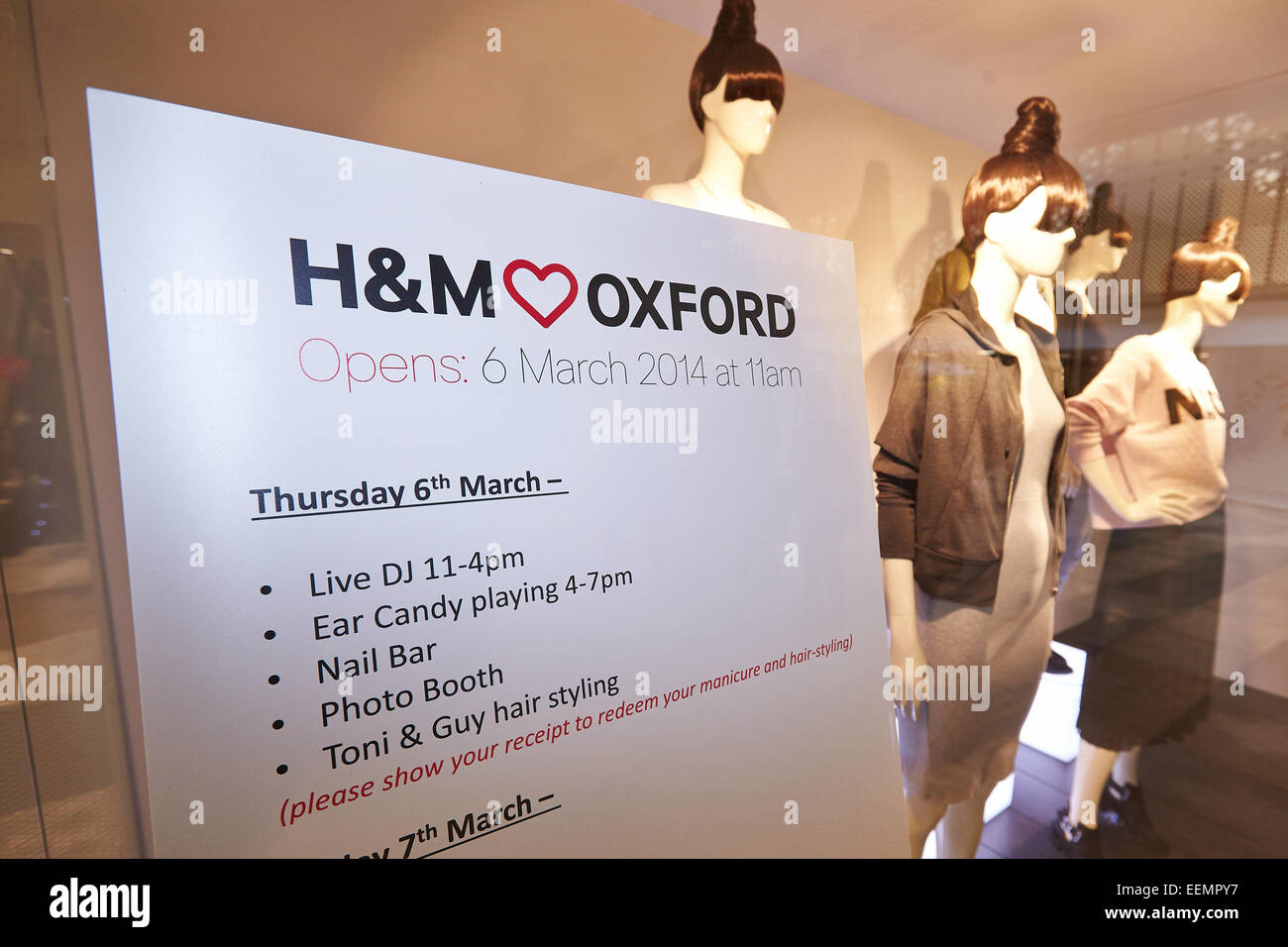 H&m Shop Sign Stock Photos & H&m Shop Sign Stock Images - Alamy