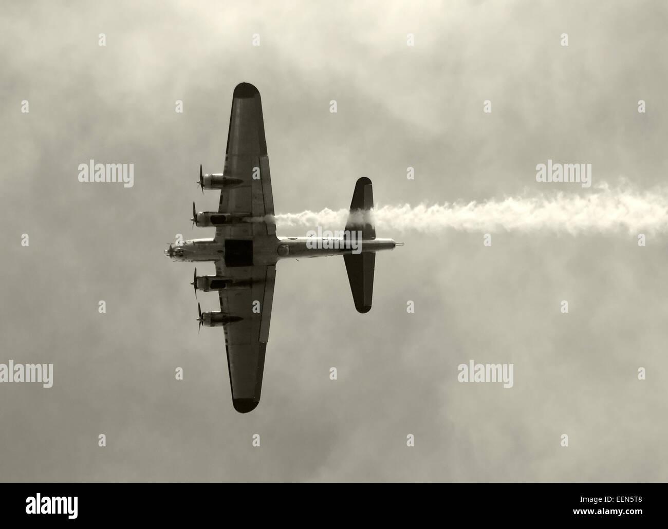 World War II era bomber in flight B-17 Flying Fortress Stock Photo