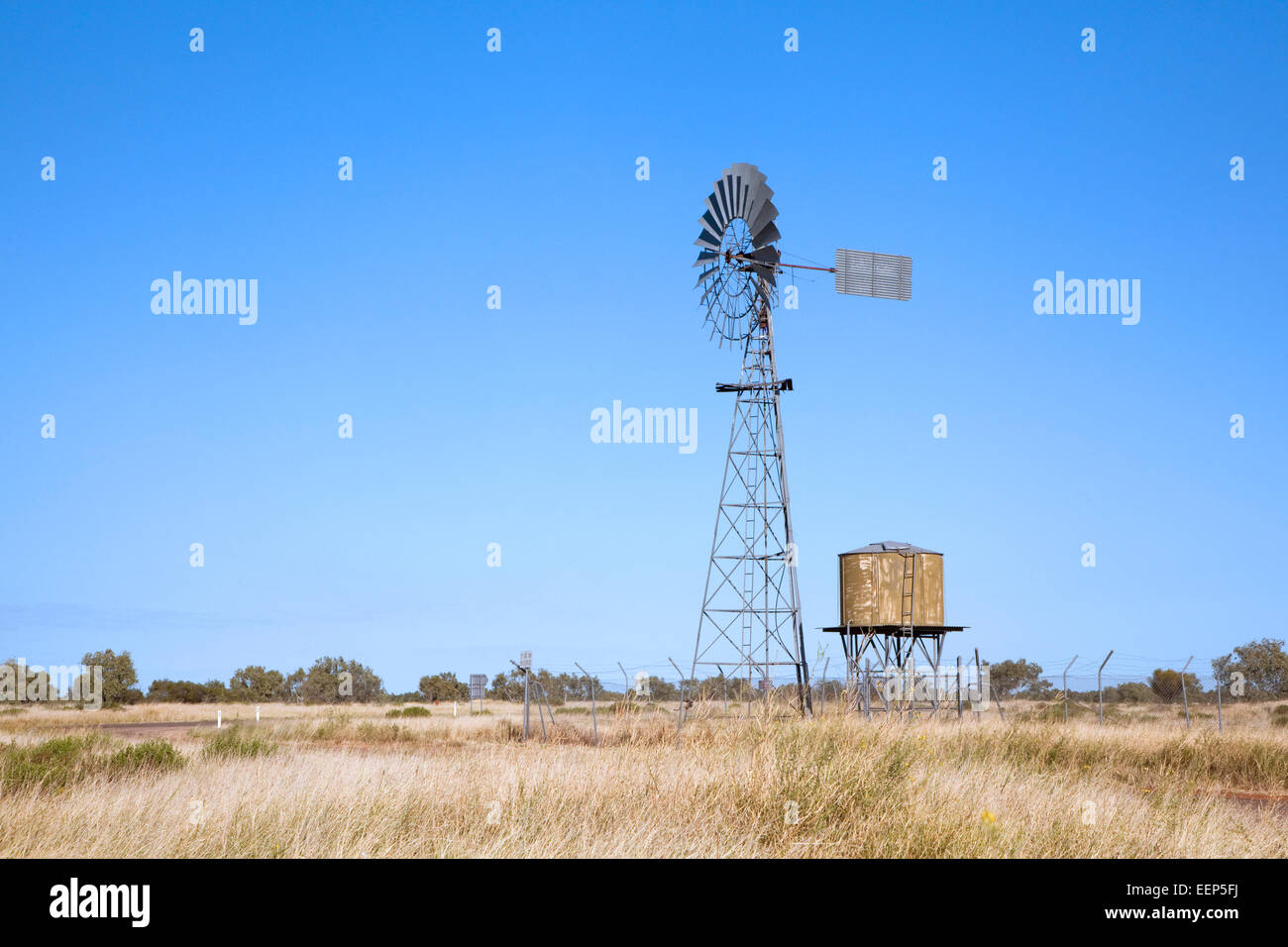 Frewena Bore along the Barkly Highway with windmill pumping bore water into the tank, Northern Territory, Australia - Stock Image