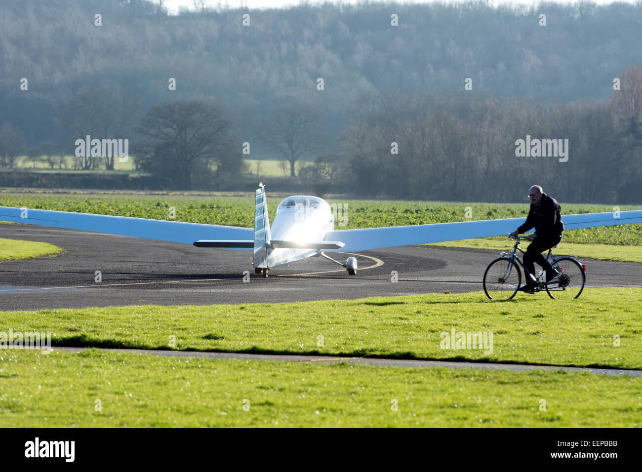 Scheibe SF-25 Motorfalke (G-KIAU) taxiing at Wellesbourne Airfield - Stock Image