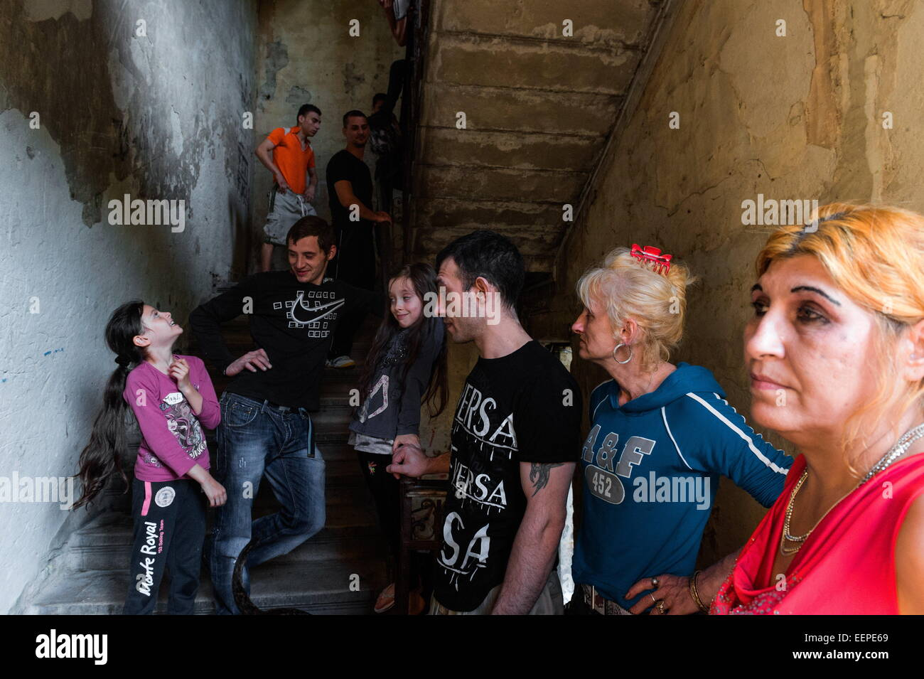 Budapest, Hungary. 26th May, 2014. A Roma family gathers in a stairwell of their state owned building. Many promises - Stock Image