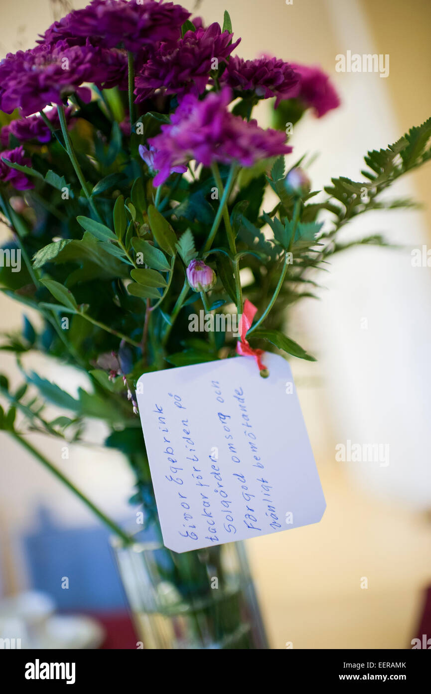 thank you notes on flowers at nursery home, bouquet - Stock Image