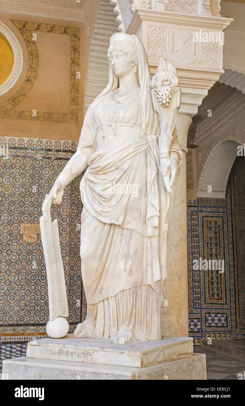 SEVILLE, SPAIN - OCTOBER 28, 2014: The copy of antique statue in the Courtyard of Casa de Pilatos . - Stock Image