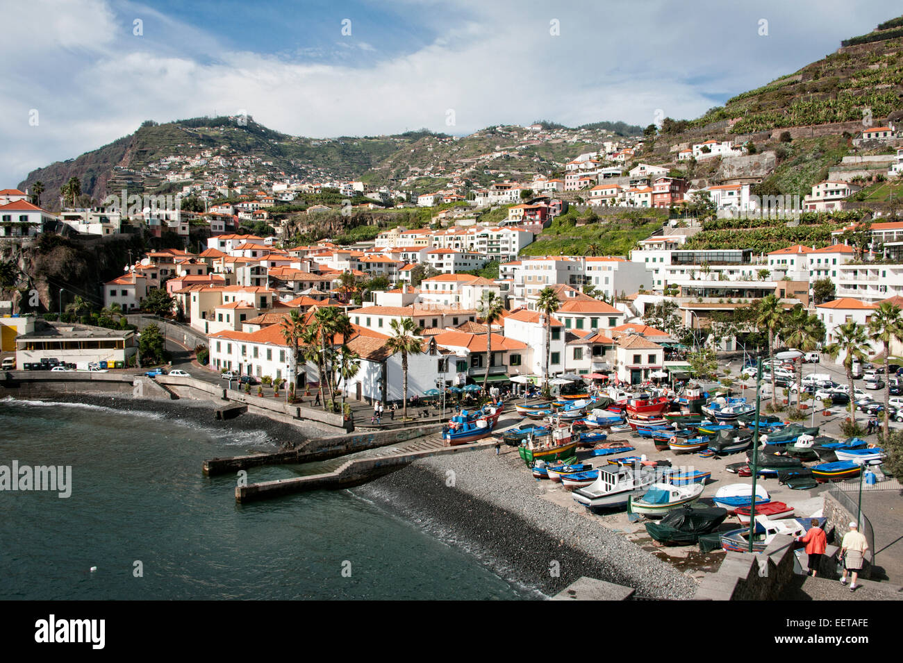 Reisen, Europa, Portugal, Madeira; Hafen mit bunten Fischerbooten in Camara de Lobos. - Stock Image