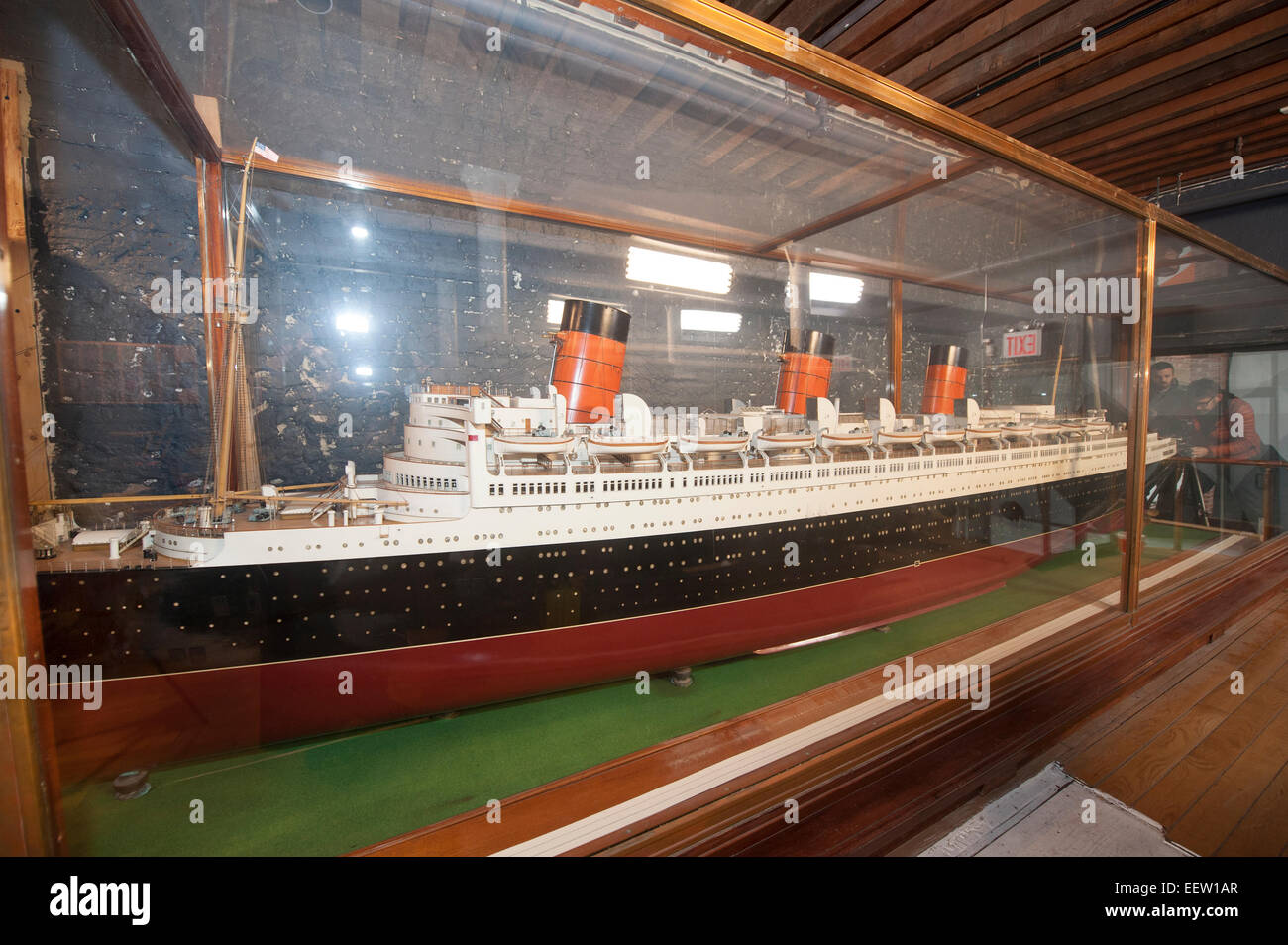 New York, USA. 21st January, 2015. A 21-foot-long model of Cunard's ocean liner, Queen Mary, was moved out of - Stock Image