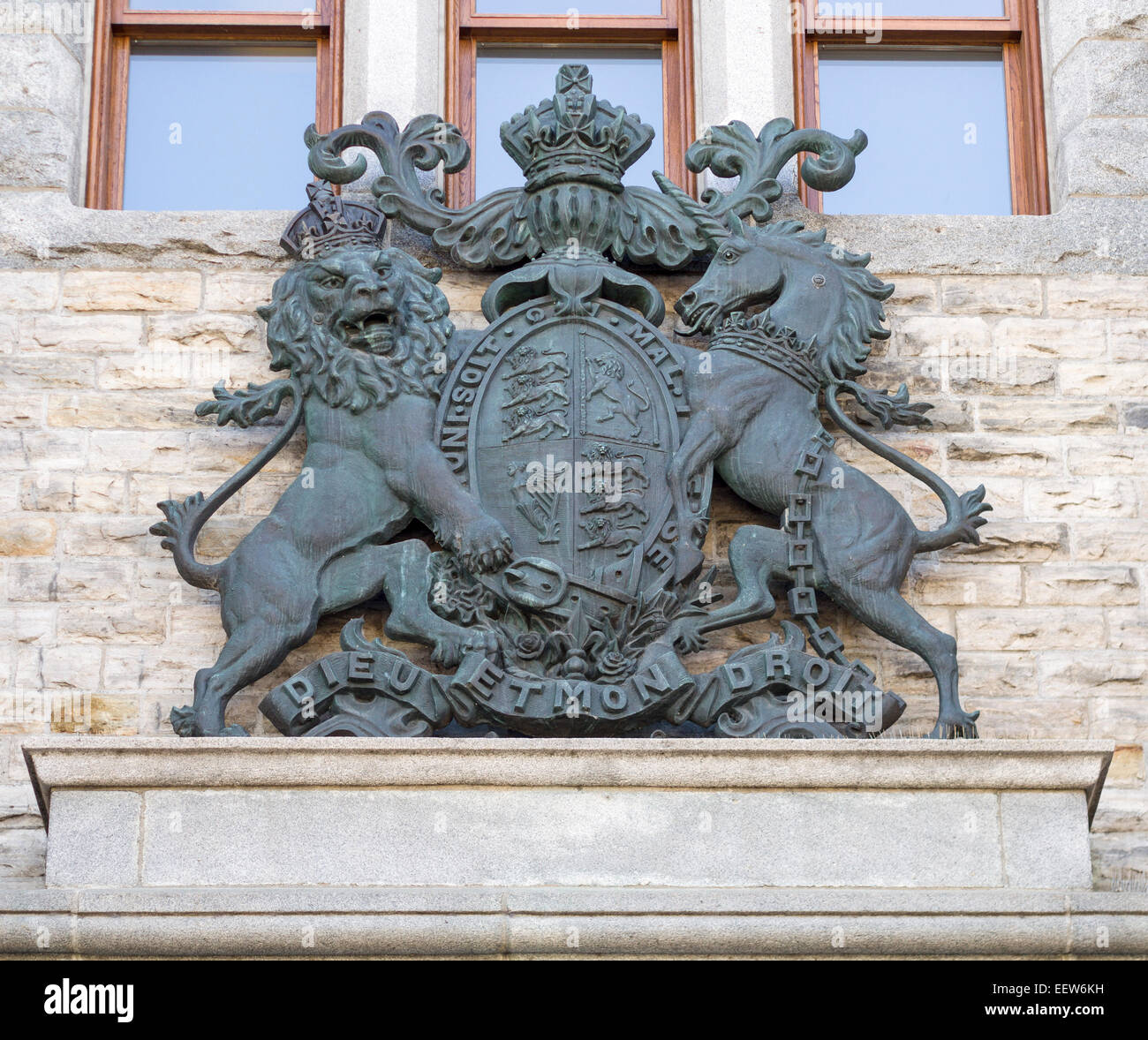 British Royal Coat of Arms in Bronze. Mounted atop the entrance to the Royal Canadian Mint the coat of arms greets - Stock Image