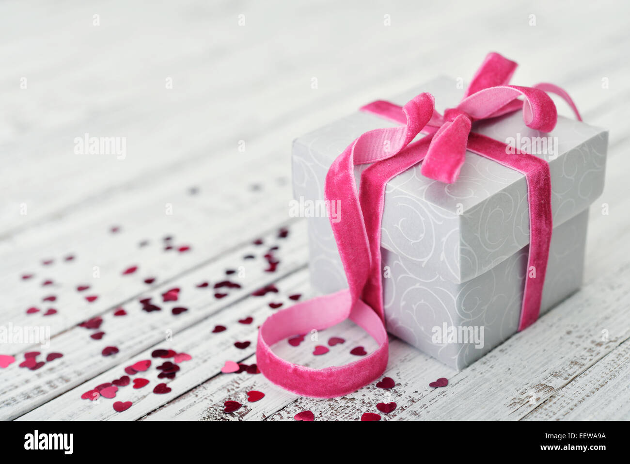 Gift Box Pink Bow Confetti Stock Photos & Gift Box Pink Bow Confetti ...