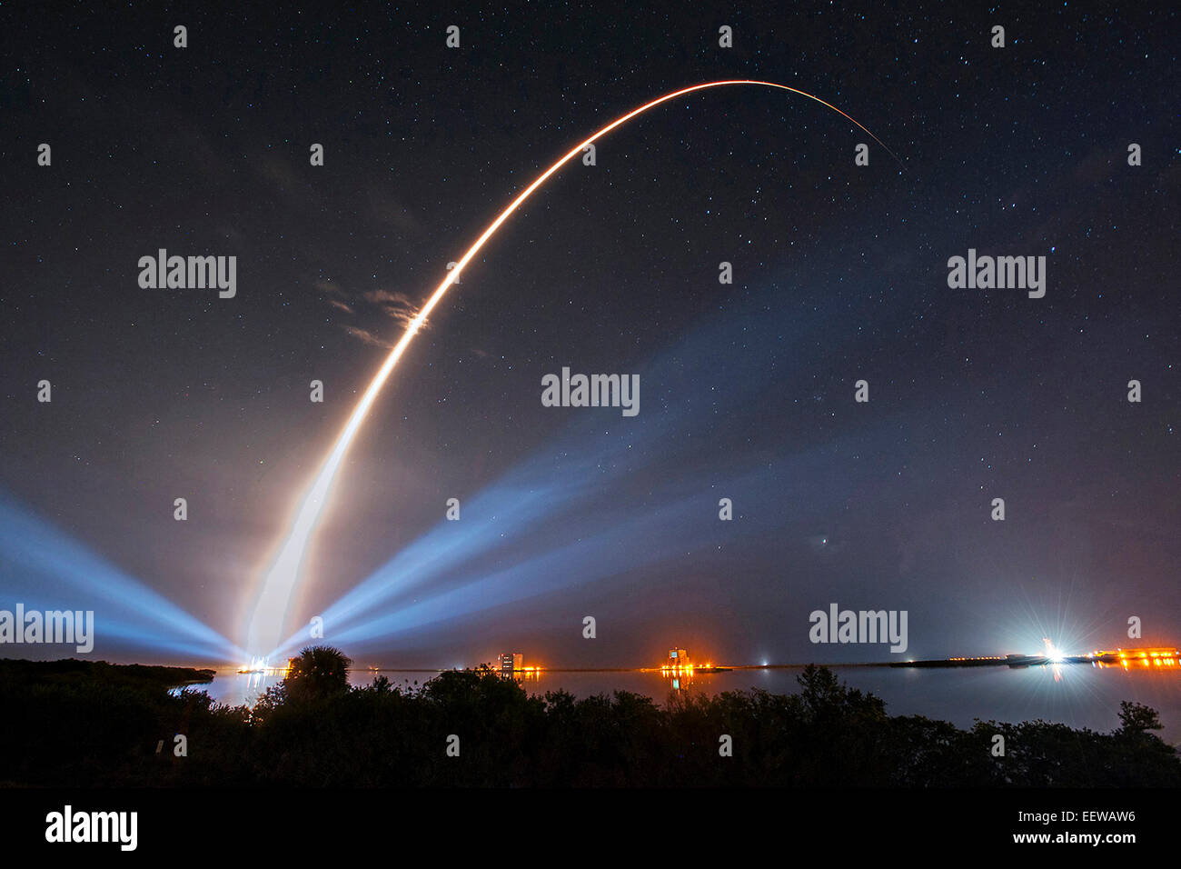 A United Launch Alliance Atlas V rocket carrying the third Mobile User Objective System satellite for the U.S. Navy - Stock Image