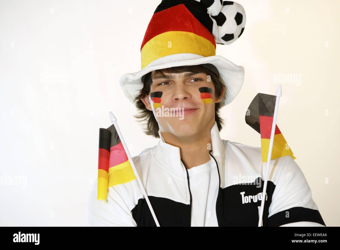 Mann Portrait Fan Fans Fussballfan Fussballfans Zuschauer Faehnchen Hut Publikum Freude Begeisterung Fussball Laenderspiel - Stock Image