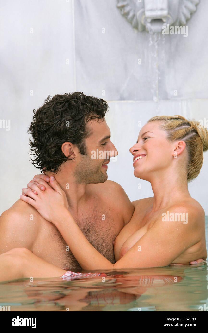 Nackte Frau umarmt Reife Dusche fuck