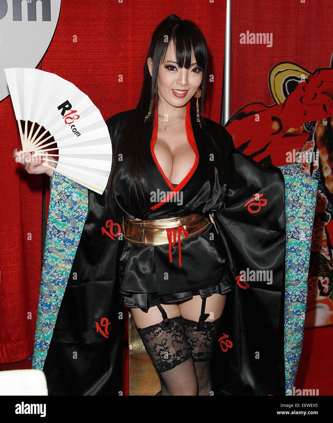 hitomi tanaka cosplay