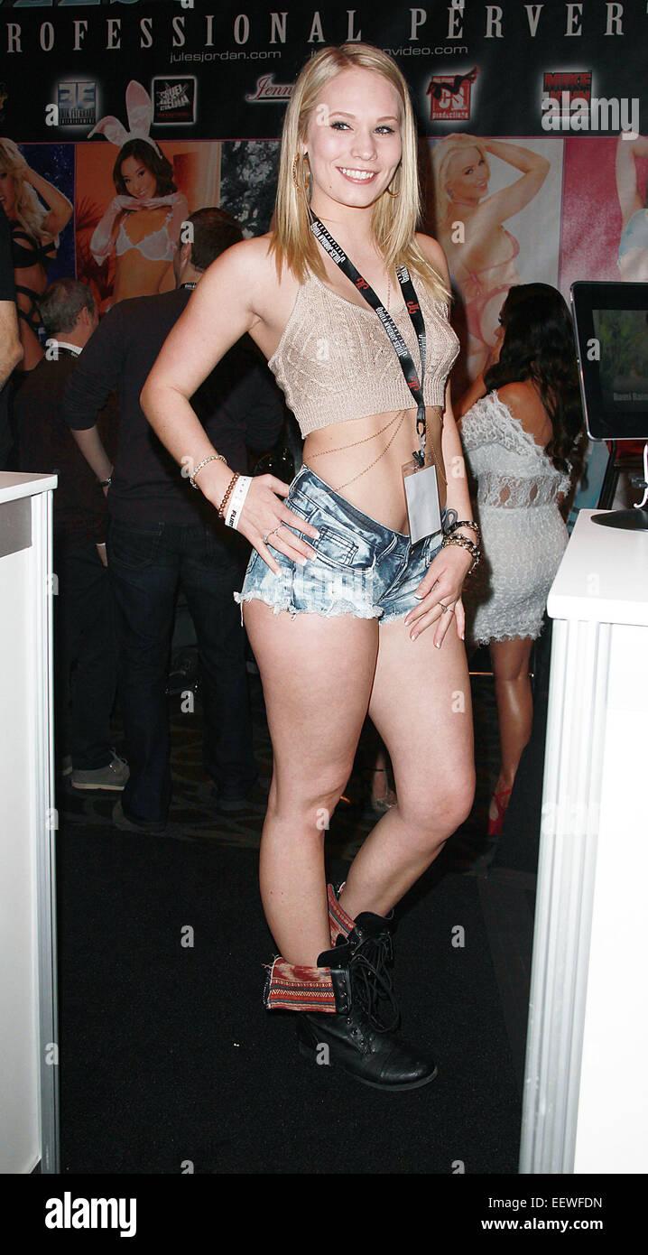 Body Builder Female Porn
