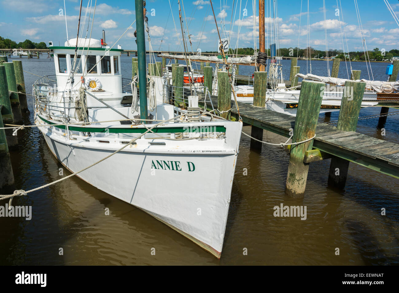 Maryland, Eastern Shore, Chestertown, oyster buy boat Annie D. built 1957, now used for school educational programs - Stock Image