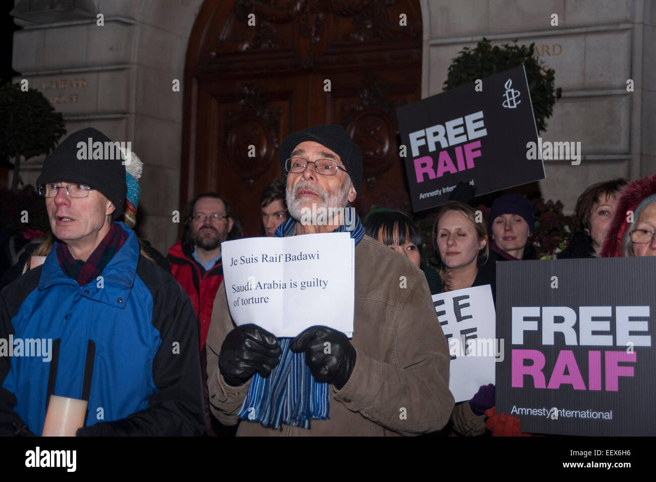 London, UK, 22 January 2015.  Outside the Saudi Arabian Embassy in London on 22 January 2015 people gather to attend - Stock Image