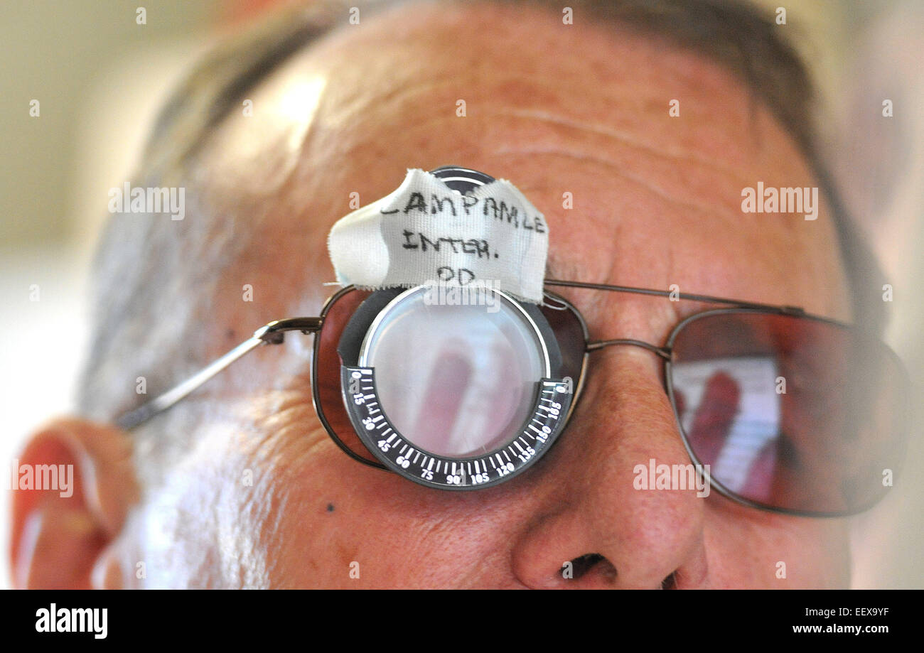 Robert Campanile, 78, of an Army Korean War veteran works with vision rehab Specialist Olivia D'Angelos at the - Stock Image