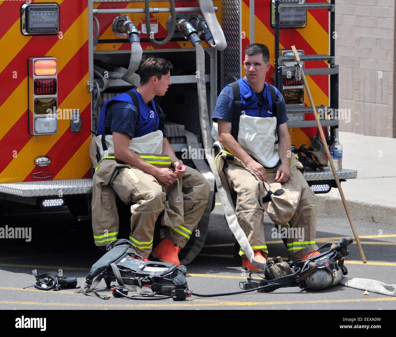 New Haven Firefighters in hazmat suits wait to enter the building after a spill at the New Haven Walgreens (York - Stock Image
