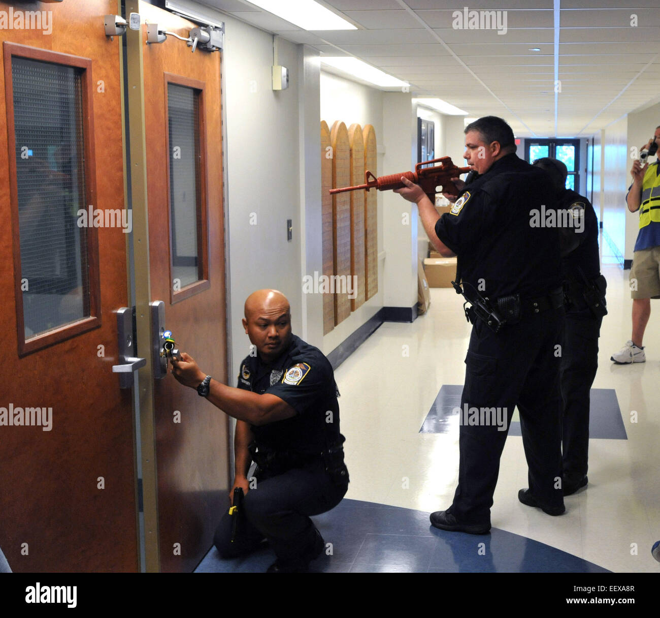 Seymour police officers clear hallways during a mock casualty drill at Seymour High School. The drill which included - Stock Image