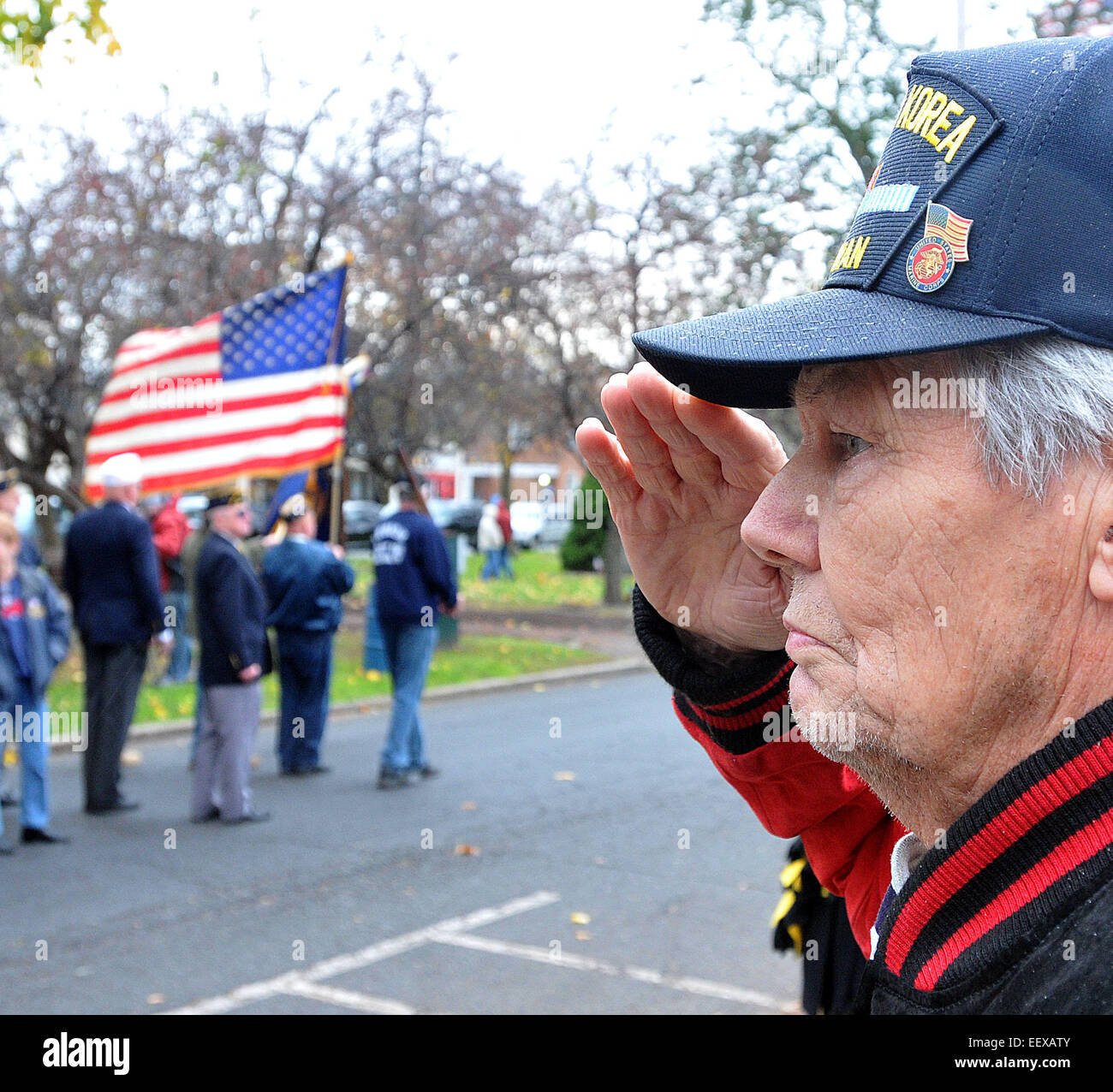 John Phillips Sr., 86, a WWII and Korea Marine veteran, salutes as the flag passes along Broad Street during the - Stock Image