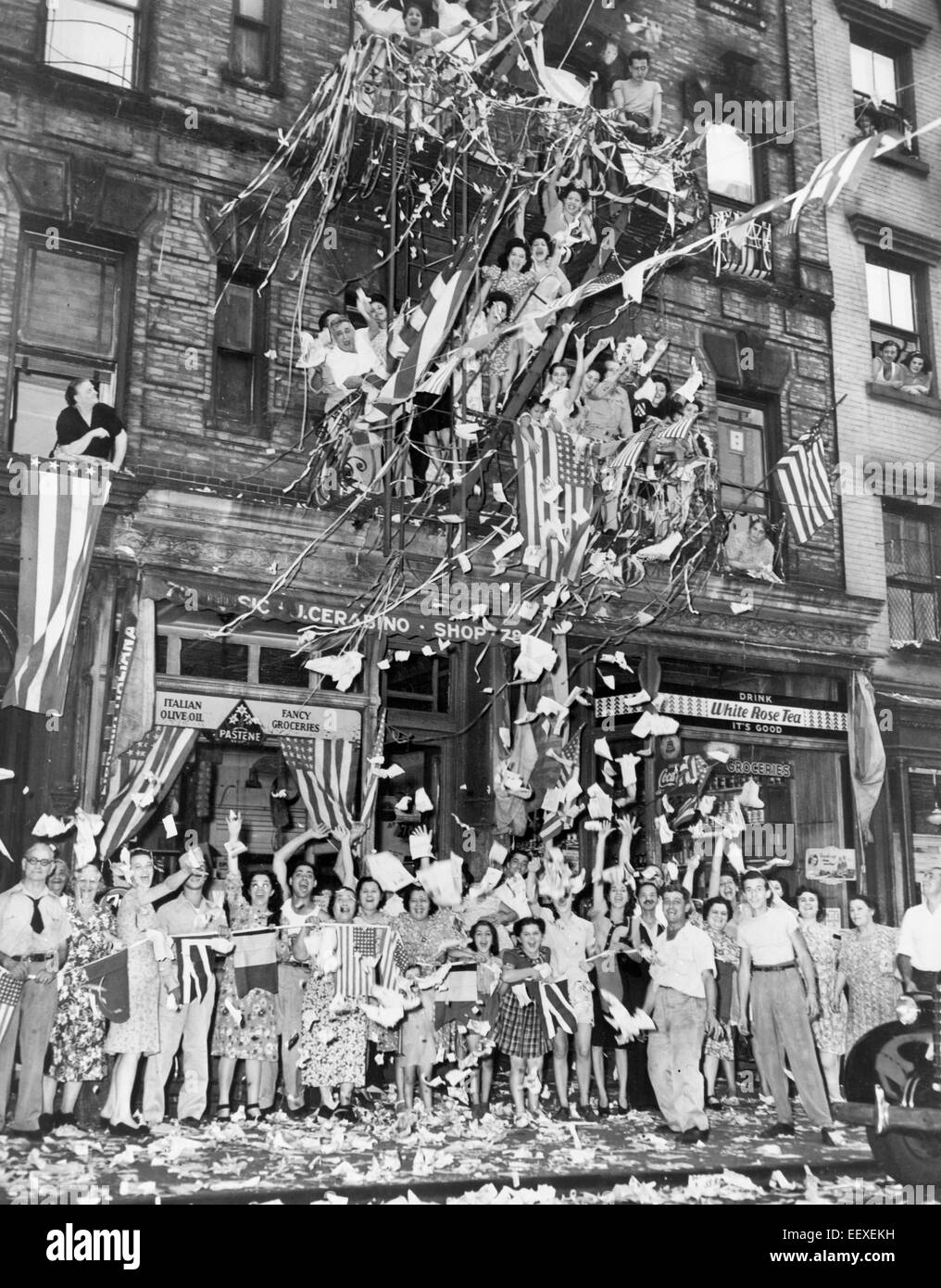 Residents of New York's 'Little Italy' in front of 76 Mulberry St., greet the news of the Japanese acceptance - Stock Image